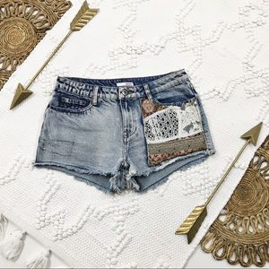 Bongo Frayed Hem Single Pocket Detail Denim Shorts
